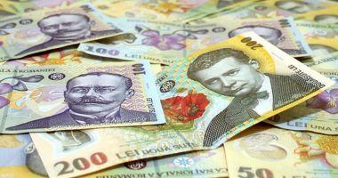 Leul câștigă la euro, dar pierde cu dolarul și francul elvețian