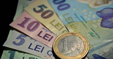 Leul pierde la euro și dolar, dar ciupește din francul elvețian
