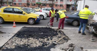 Lucrări urgente și reparații ale carosabilului în mai multe zone din oraș