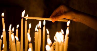 Patriarhia Română recomandă evitarea sărutării icoanelor din biserică