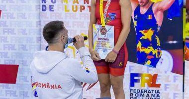 Lupte / Sportivă cerută în căsătorie chiar pe podiumul de premiere!