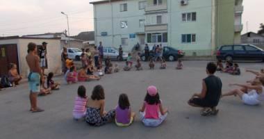 Activități artistice și educative pentru copiii nevoiași