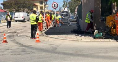 Primăria Mangalia asfaltează trotuarele din cartierul de case al orașului