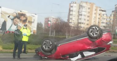 Mașină răsturnată la ieșire din Constanța