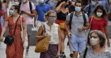 Italia ridică obligativitatea purtării măştii în aer liber