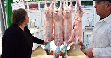 Miei în pieţele constănţene. Unde va fi comercializată carnea tradiţională pentru Paşte