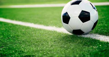 """Meci de fotbal între """"infectați"""" și """"neinfectați"""". Poliția îi caută pe organizatori"""