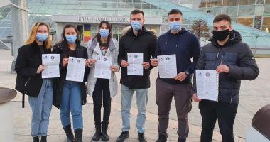 Opt studenţi de la Academia Navală îşi continuă studiile în Polonia