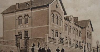 Colecție din Jurasic, atracția turistică a  Muzeului din Hârșova