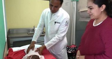 POVESTE EMOȚIONANTĂ! O fetiță a supraviețuit, deși s-a născut cu o tumoare de 2,5 kilograme