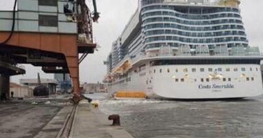 O navă de croazieră a lovit o macara de cheu
