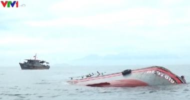 O navă vietnameză a fugit după ce a lovit un vas cu 15 pescari