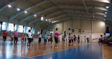 Masca, obligatorie la orele de sport în sală. Ministerul Sănătății respinge solicitarea ministrului Educaţiei