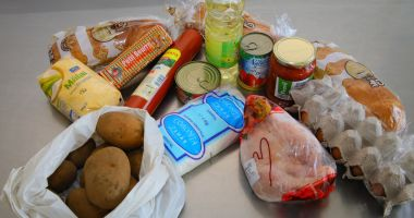 Pachete cu alimente pentru persoanele vulnerabile din Constanţa