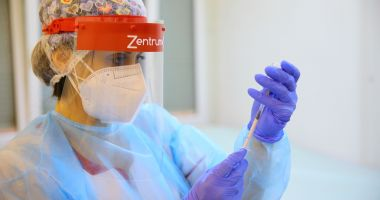 Pacienţii cu transplant şi cei de pe lista de aşteptare, prioritate la vaccinarea împotriva COVID