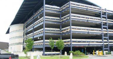Parcare supraterană, în zona Casa de Cultură