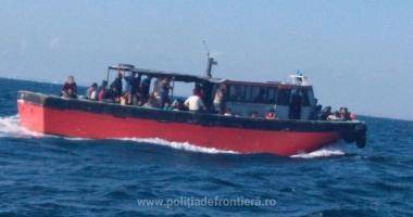 Pescador cu zeci de migranți, interceptat de în Marea Neagră