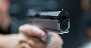 Amenințare cu arma într- sală de jocuri mecanice