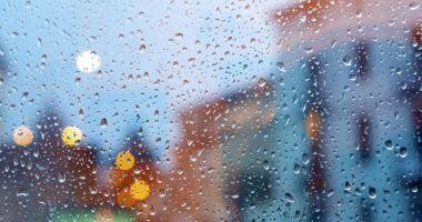 Cod galben de ploi în 14 județe și de vânt puternic în toată țara