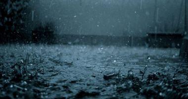 Ploi abundente și vânt puternic în aproape toată țara, până miercuri seara
