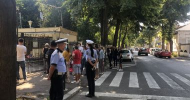 Poliţia şcolară, în acţiune. Ce misiune au poliţiştii