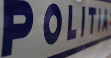 Polițist arestat după ce a fost prins furând țigări din transportul cu tutun de contrabandă pe care trebuie să îl supravegheze