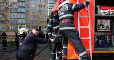 ARDE O MAȘINĂ! Pompierii constănțeni sunt în alertă