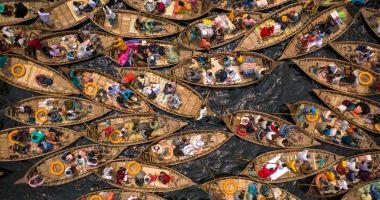 Carambol cu bărci într-o capitală asiatică. Imagini surprinzătoare din Bangladesh