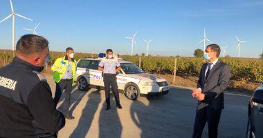 Carantină la Fântânele. Poliţia păzeşte intrarea şi ieşirea din localitate