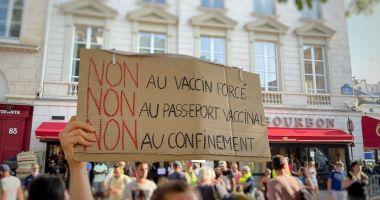 """France 24: """"Francezii au protestat pentru al doilea weekend consecutiv,  împotriva introducerii permisului sanitar şi a vaccinării anti-COVID-19"""""""