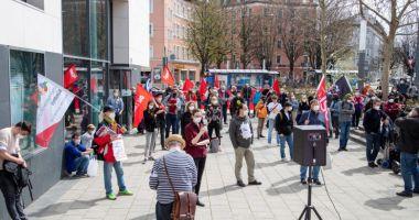 La ei este invers! Sute de oameni au ieșit în stradă în Germania pentru a cere reguli mai stricte
