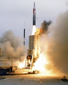 Racheta  nord-coreeană, instalată pe platformă