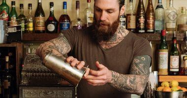 Rața iarăși se milogește la barman