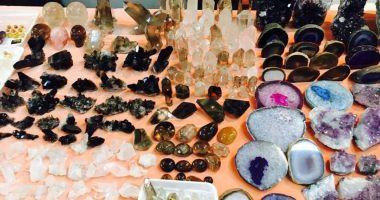 Rubine, safire, smaralde, ametiste și opale, toate într-o singură expoziție