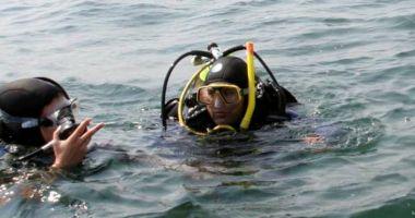 Intervenție în Eforie Nord. Scafandrii caută un tânăr, în largul mării