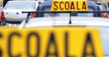 Elev la școala de șoferi, prins cu 122 de kilometri pe oră în localitate