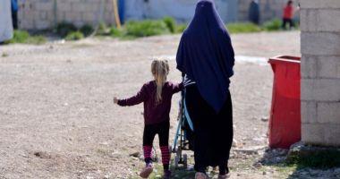 O fetiță româncă este ținută captivă într-o tabără din nordul Siriei. Ce spune Ministerul de Externe