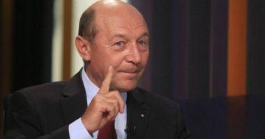 Băsescu, necruțător cu Iohannis: E nepermis să fii încă nehotărât