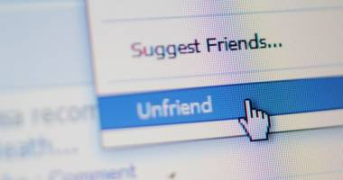 """Ce riscă cei care dau """"unfriend"""" colegilor de serviciu pe Facebook"""