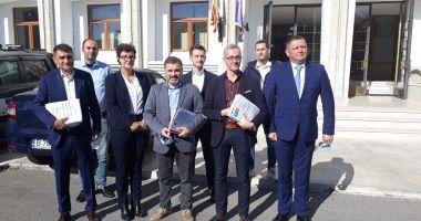 USR-PLUS a depus listele pentru alegeri. Stelian Ion și Remus Negoi, primii pentru Parlament