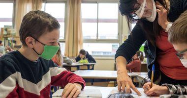"""""""Vaccinare şi testare pentru învăţare!"""". Campanie naţională demarată de Ministerul Educaţiei"""