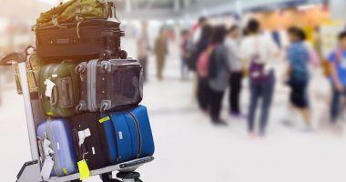 O femeie oprită pe aeroport avea oasele soțului în bagaje