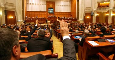 Viorica Dăncilă: Parlamentarii PSD care vor vota moțiunea riscă să fie excluși din partid