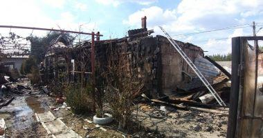 GALERIE FOTO-VIDEO / UPDATE. Casă mistuită de flăcări, în județul Constanța