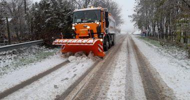 Zăpadă în judeţul Constanţa. Se circulă în condiţii de iarnă, pe mai multe sectoare de drum